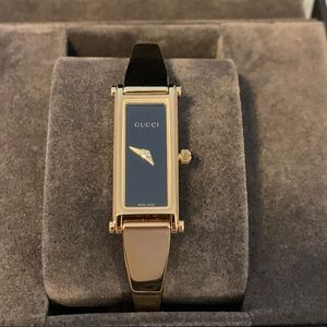 Gucci Ladies Gold Bracelet Watch